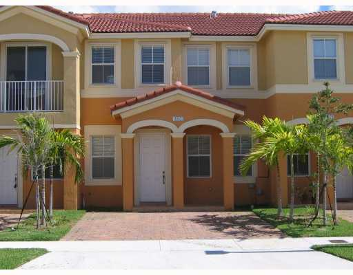 NICE TOWNHOUSE IN BLUEWATERS